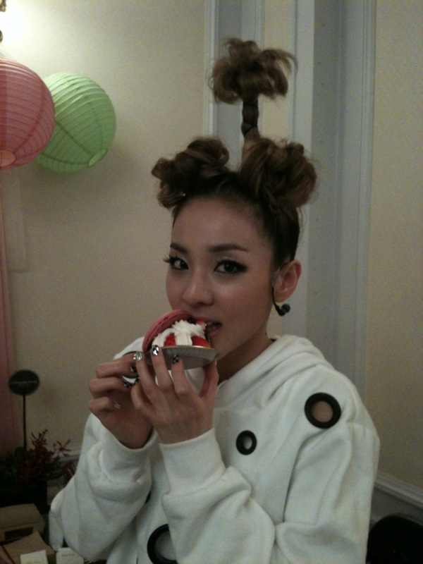 dara 2NE1 weird hair