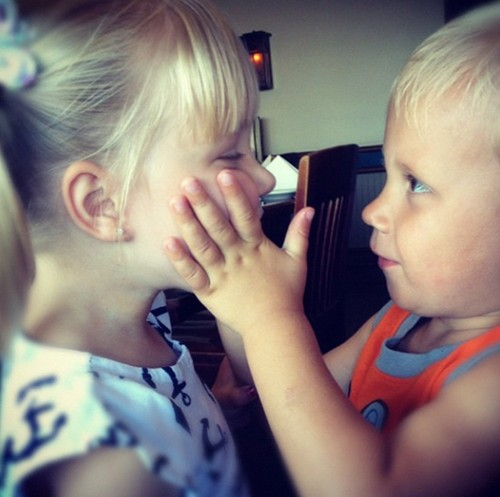 Justin Bieber kertas dinding probably with a neonate entitled justin bieber, instagram , jazmine e jaxon , 2012