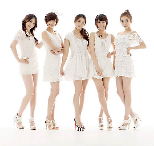 Kpop wallpaper possibly containing a portrait called kara