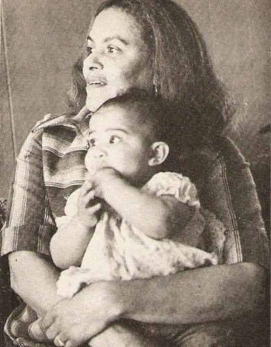 mama shirley sylvers with granddaughter(olympia's baby) tyava