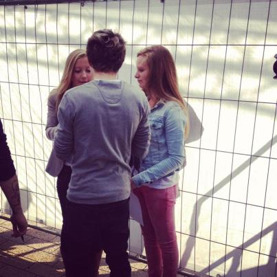 niall with fans