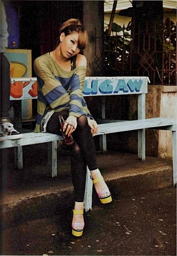 2NE1 scan foto essay book small 97