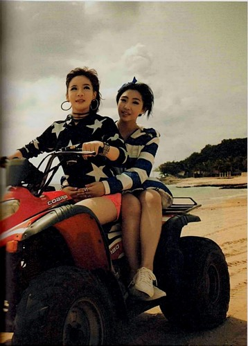 2NE1 scan foto essay book small 98