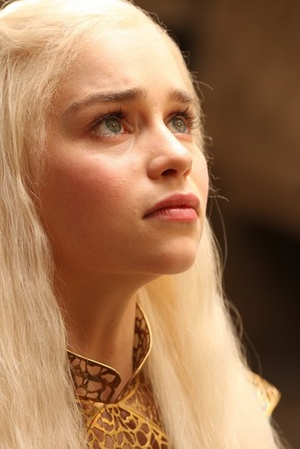 Daenerys Targaryen wallpaper containing a portrait entitled  Daenerys Targaryen
