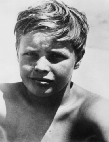 10 年 old Marlon Brando