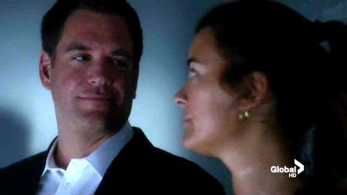 Tiva fondo de pantalla containing a business suit called 10x01