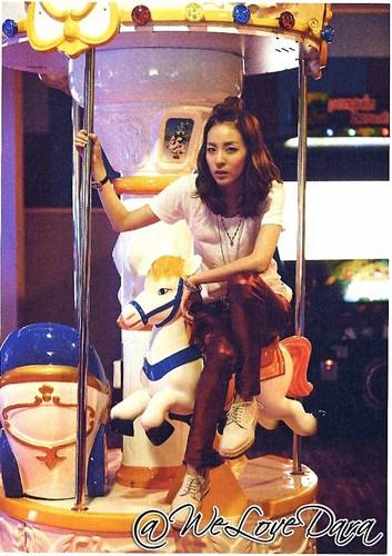 2NE1 scan foto essay book small 21