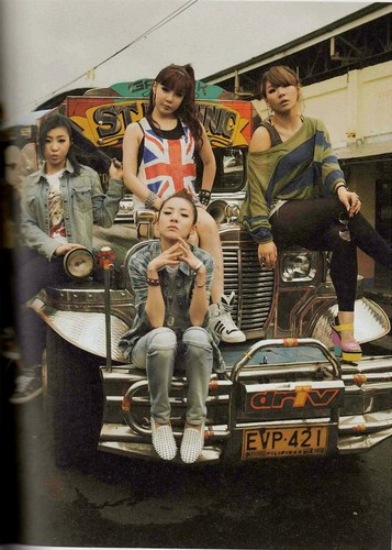 2NE1 scan foto essay book small 45