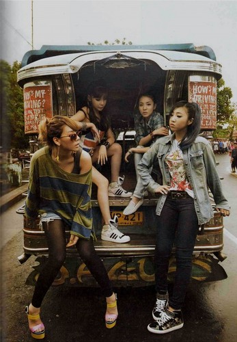2NE1 scan foto essay book small 93