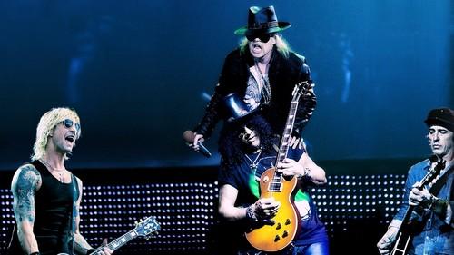 Axl, Slash, Izzy, Duff