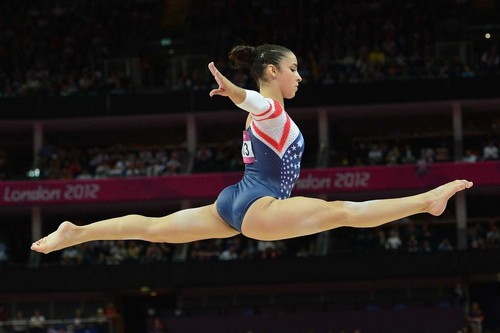 Gymnastics wallpaper with a balance beam entitled Aly Raisman