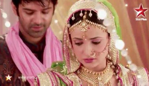 iss pyaar no kya naam doon fond d'écran possibly with a dashiki called Arushi wedding