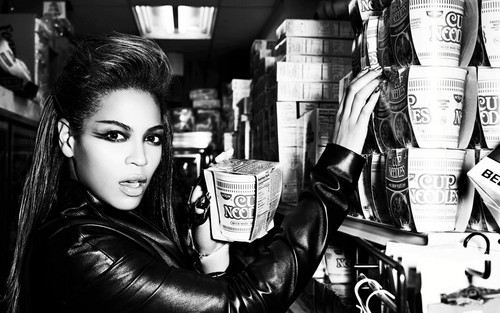 Beyonce wallpaper probably with a hip boot titled Beyoncé