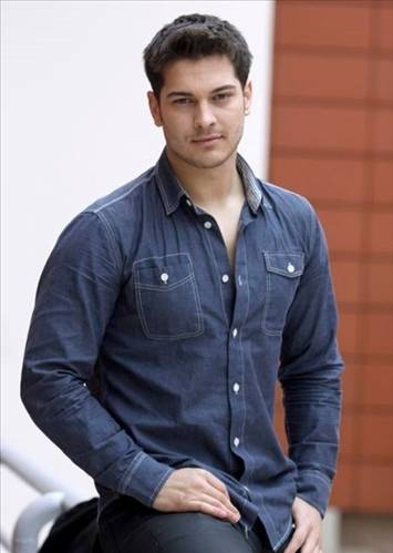 Turkish Actors and Actresses wallpaper called Cagatay Ulusoy