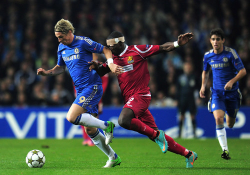 Fernando Torres hình nền possibly with a bóng đá player, a fullback, and a bóng đá ball entitled Chelsea - FC Nordsjaelland, 02.10.2012, Champions League