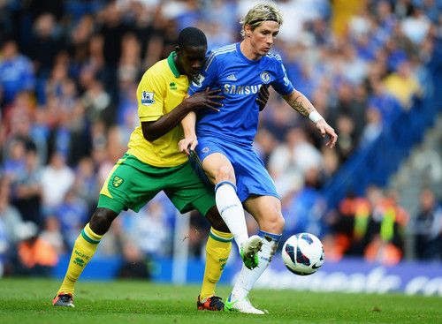 Chelsea FC achtergrond containing a soccer ball, a soccer player, and a vleugelverdediger, fullback entitled Chelsea - Norwich, 06.10.2012, Premier League