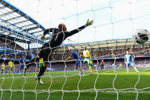 Chelsea FC wallpaper with a chainlink fence called Chelsea - Norwich, 06.10.2012, Premier League