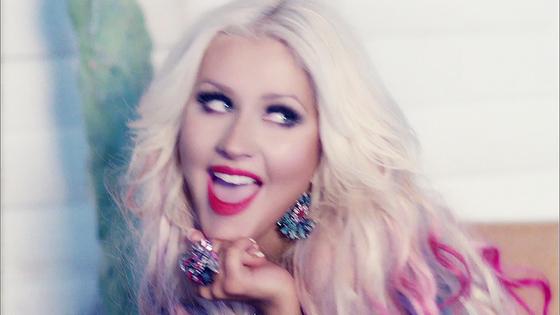 Christina-Aguilera-Your-Body-video-chris