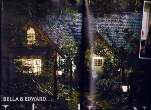 Edward Cullen wallpaper containing a hip roof and a lychgate called Edward and Bella's cozy cottage