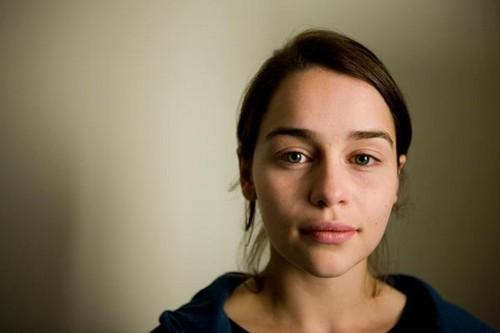 Emilia Clarke fond d'écran containing a portrait titled Emilia