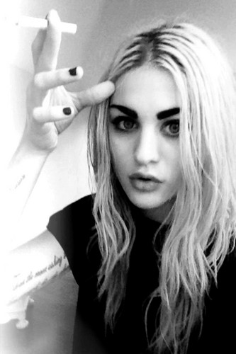 Frances Bean Cobain wallpaper possibly with a portrait titled Frances Bean
