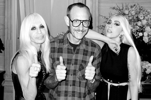 Gaga and Donatella door Terry Richardson