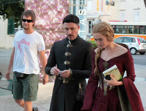 Behind the scenes&Bloopers - Page 2 Game-Of-Thrones-S3-Filming-in-Dubrovnik-Croatia-lena-headey-32329579-500-382