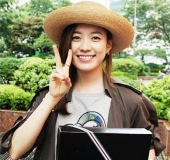 Han Hyo Joo wallpaper with a boater and a fedora titled Han Hyo Joo