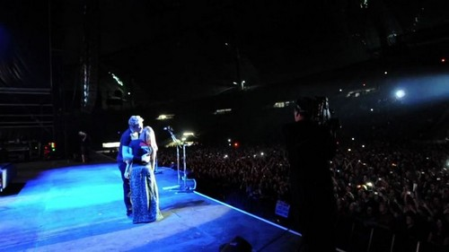 Happy Birthday Serenade With Chad Kroeger At Nickelback konsiyerto