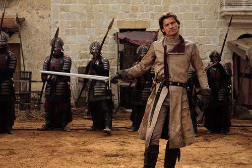 Jaime Lannister fondo de pantalla possibly with a musket, a green beret, and a sobreveste, sobretodo, cota de called Jaime Lannister