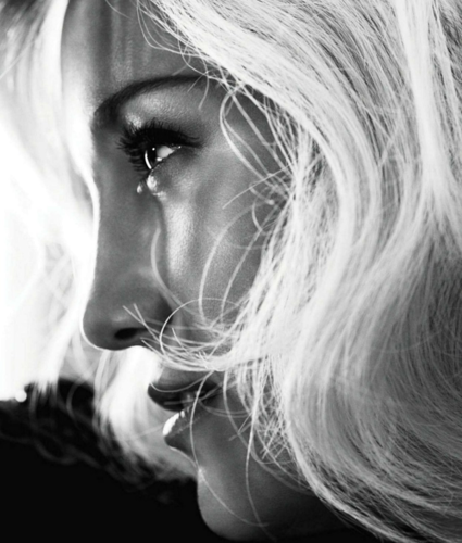 Kate Hudson karatasi la kupamba ukuta possibly with a portrait called Kate - Harper's Bazaar (US) - October 2012