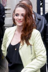 Kristen in Paris for Balenciaga Fashion onyesha