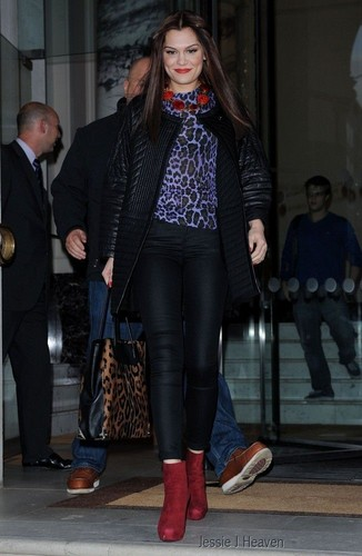 Leaving Waterstones, Londres - September 27, 2012