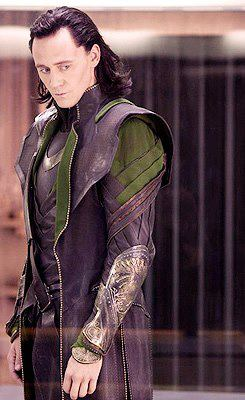 Loki (Thor 2011) پیپر وال possibly with a green beret کے, باریٹ called Loki
