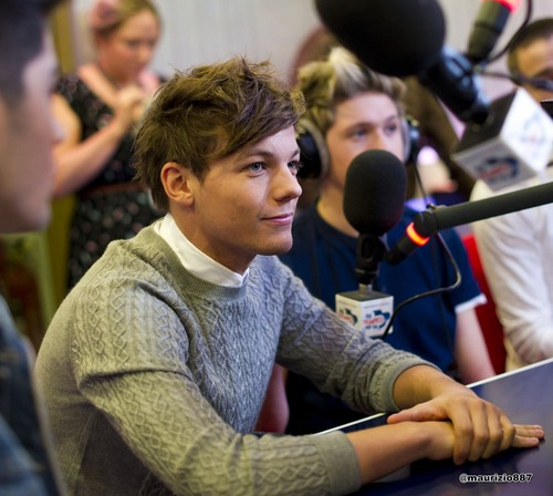 Louis Tomlinson,Capital Breakfast دکھائیں 2012