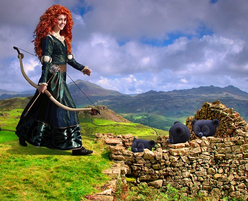 Ribelle - The Ribelle - The Brave wallpaper probably containing a kirtle, a polonaise, and a sopravveste, surcotto titled Merida