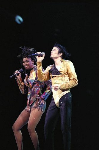 michael jackson fondo de pantalla containing a concierto entitled Michael & Siedah