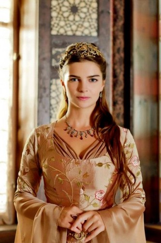 トルコの俳優・女優 壁紙 probably with a shirtwaist, a カクテル dress, and a well dressed person entitled Pelin Karahan as Hurrem Sultan's daughter in Muhtesem Yuzyil