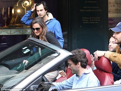 Pippa Middleton Caught in Gun 《丑闻》 in Paris