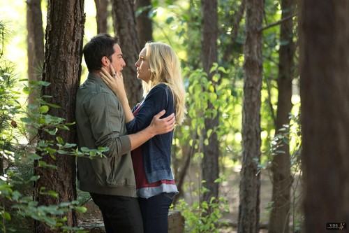 "Promotional Stills - 4x01: ""Growing Pains"" ."