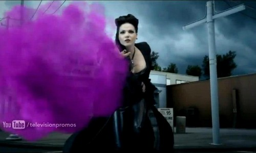 The Evil Queen/Regina Mills wallpaper titled Regin Mills