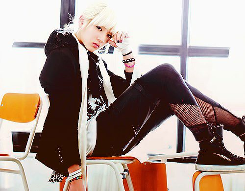 NU'EST پیپر وال containing a hip boot and tights entitled Ren