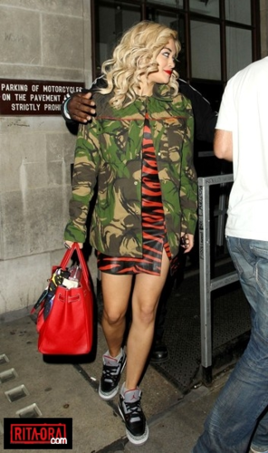 Rita Ora - Leaving the Nick Nrimshaw 显示 making her way to Mahiki Nightclub - August, 31, 2012