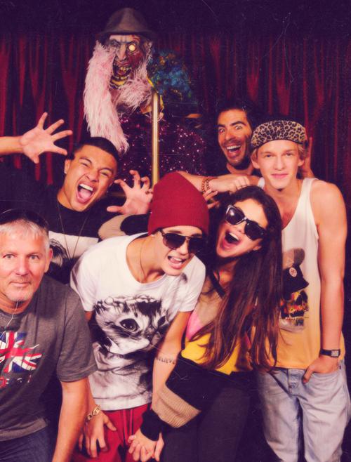 Selena and Justin NEW pic