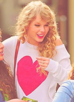 Taylor nhanh, swift <3 <3