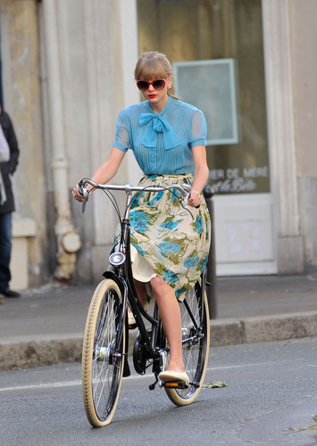 "Taylor pantas, swift filming ""Begin Again"" Muzik video in Paris, France 01102012"