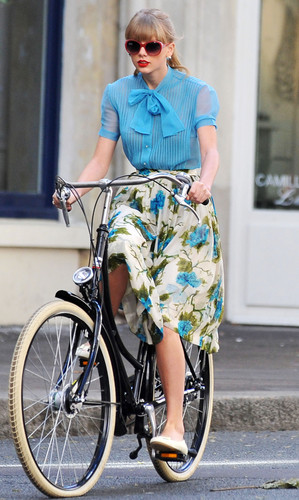"Taylor rapide, swift filming ""Begin Again"" musique video in Paris, France 01102012"