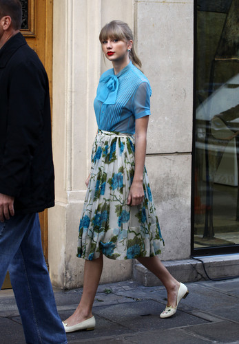 "Taylor matulin filming ""Begin Again"" music video in Paris, France 01102012"