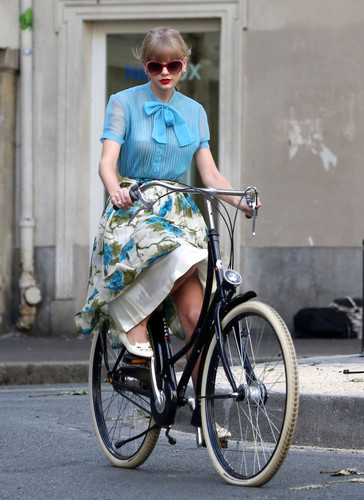 "Taylor 迅速, 斯威夫特 filming ""Begin Again"" 音乐 video in Paris, France 01102012"