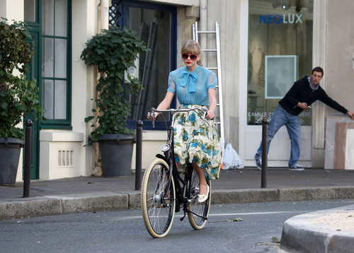 "Taylor rápido, swift filming ""Begin Again"" música video in Paris, France 01102012"